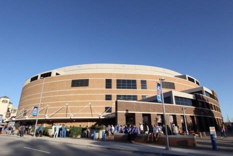 Фоторепортаж:  «Даллас Маверикс» выиграл у «Оклахомы-Сити»   третью игру  серии плей-офф. Фото:  Ronald Martinez /Christian Petersen/Getty Images