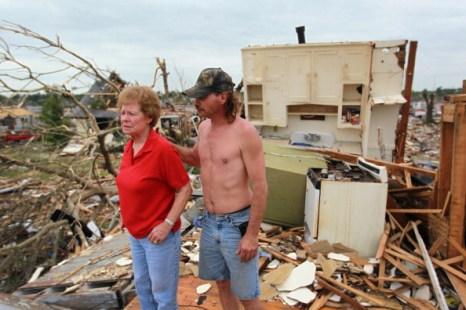 Торнадо разрушил город Джоплин.  Фоторепортаж из штата Миссури. Фото: Mario Tam/Benjamin Krain/Getty Images