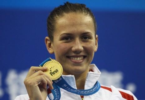 Анастасия Зуева завоевала золотую медаль в заплыве на 50 м на спине на ЧМ в Шанхае. Фото: Feng Li / Quinn Rooney/Getty Images