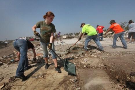 Фоторепортаж из  города Джоплина, восстанавливающегося после торнадо. Фото:  Scott Olson/Getty Images