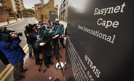 Британская газета News Of The World закрывается после 168 лет своего  существования. Фото:  Peter Macdiarmid/Getty Images)