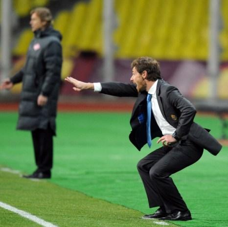 Валерий Карпов (на заднем плане) во время последней игры