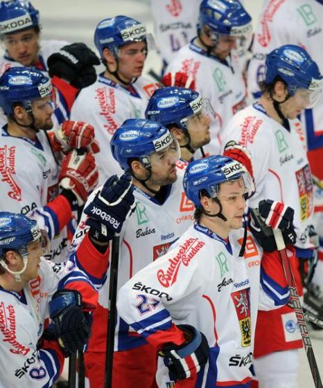 Чешские хоккеисты реагируют после поражения 6:0 в матче Кубка первого канала Россия-Чехия. Фото: ALEXANDER NEMENOV/AFP/Getty Images