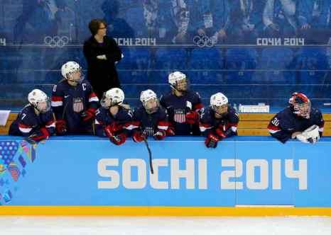 Женская сборная США по хоккею выиграла у сборной Финляндии. Фото: Martin Rose/Getty Images
