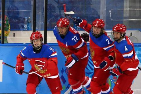 Российские хоккеистки встретились 11 февраля с командой из Японии и одержали победу со счётом 2:1. Фото: Martin Rose/Getty Images