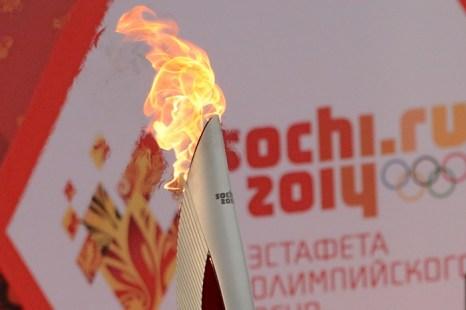 Олимпийский огонь. Фото: KIRILL KUDRYAVTSEV/AFP/Getty Images