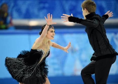 Никита Кацалапов и Елена Ильиных получили бронзовую награду Олимпиады в танцах на льду 17 февраля 2014 года. Фото: DAMIEN MEYER/AFP/Getty Images