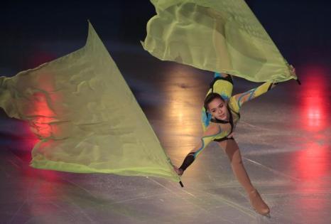 Аделина Сотникова выступила 17 ноября 2013 года на закрытии турнира по фигурному катанию этапа Гран-при в Париже. Фото: JACQUES DEMARTHON/AFP/Getty Images