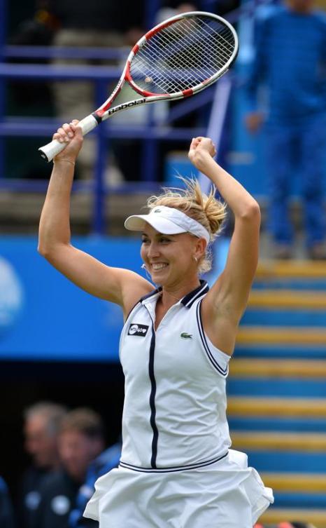 Елена Веснина выиграла главный трофей турнира WTA в Истбурне (Англия). Фото: BEN STANSALL/AFP/Getty Images