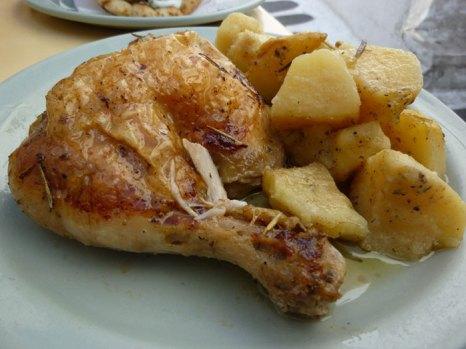Курица, запеченная с картофелем. фото: Nate Gray/flickr.com
