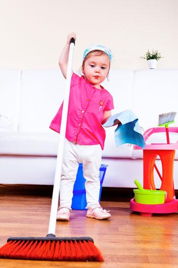 Часто у родителей просто голова идет кругом, когда нужно придумать, чем занять ребенка дома, чтобы он не скучал и не чувствовал себя покинутым вами. Постарайтесь придумать для ребенка более полезное занятие. фото: Anatoliy Samara/Photos.com