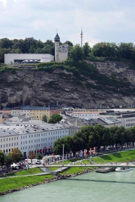 Туристы прогуливаются по дворцовому парку Бельведер в Вене, Австрия. Фото: ALEXANDER KLEIN/AFP/Getty Images