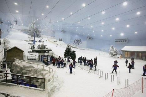 «Ски Дубай» (Ski Dubai) - единственный крытый лыжный курорт на Ближнем Востоке, третий в   мире по величине среди крытых горнолыжных курортов. Фото: Chris Jackson/Getty Images