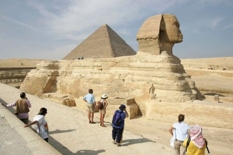 Сфинкс - грандиозная скульптура (высота более 20 метров, длина 57 метров), расположенная в Египте в комплексе пирамид Гиза. Фото:  Sean Gallup/Getty Images
