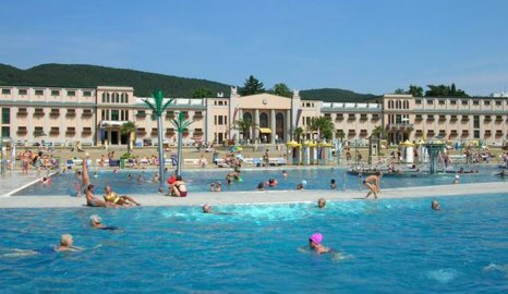Термальный комплекс и бассейн в Бадене. Фото: Deblu68/commons.wikimedia.org
