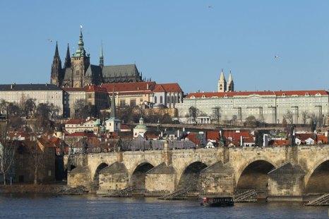 Прага - сердце Европы. В течение последнего десятилетия многие люди, уставшие от пляжного отдыха, предпочитают проводить свой отпуск или выходные дни в Европе. Фото: Sean Gallup/Getty Images