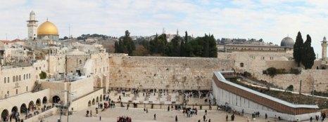 Панорама Стены плача. В течение многих веков является символом веры и надежды многих поколений евреев, местом их паломничества и молитв. Фото: Sheepdog85/commons.wikimedia.org