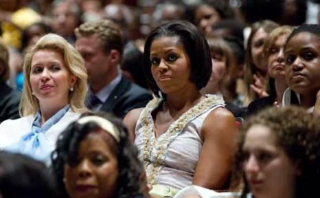Школу искусств имени Дюка Эллингтона в Вашингтоне посетили Мишель Обама и Светлана Медведева. Фото:SAUL LOEB/Getty Images