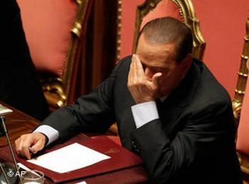 Секс-скандал, в центре которого оказался глава правительства Италии Сильвио Берлускони, может поставить крест на его политической карьере. Фото: dw-world.de