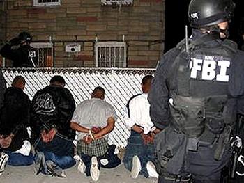 Задержание уличных гангстеров. Архивное фото пресс-службы ФБР
