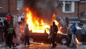 Беспорядки в Северной Ирландии продолжаются. Фото: nzz.ch