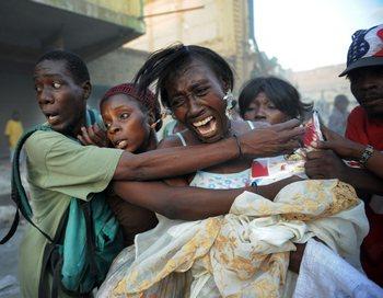 Гаити: Землетрясение  унесло более 150 тысяч жизней. ROBERTO SCHMIDT/AFP/Getty Images