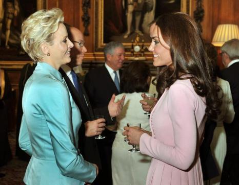 Кэтрин, герцогиня Кембриджская, принц Уильям, принцесса Монако Шарлин на обеде суверенных монархов, приглашённых королевой Елизаветой II. Фоторепортаж. Фото: John Stillwell - WPA Pool/Getty Images