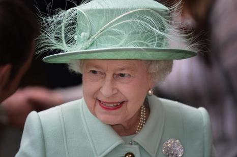 Королева Елизавета II посещает Северо-запад королевства. Аккрингтон. Фоторепортаж. Фото: Paul Grover - WPA Pool/Getty Images