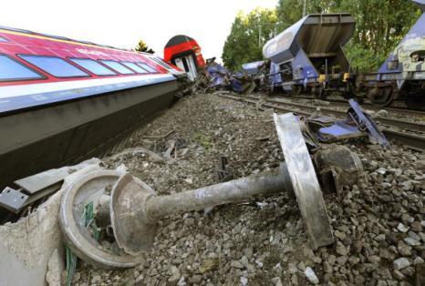В Германии столкнулись два поезда: пострадали 16 человек. Фото: HOLGER HOLLEMANN/AFP/Getty Images