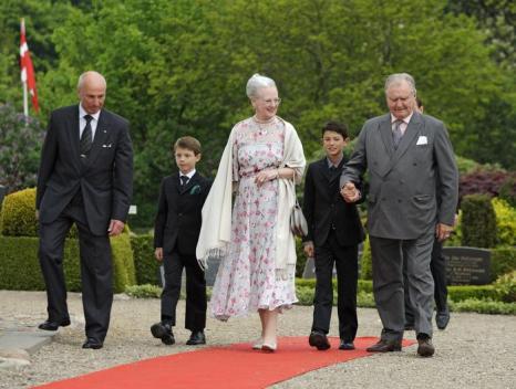Королева Маргрете II,  принц-консорт Хенрик Датскийи принцы Николай и Феликс приняла участие в крещении принцессы Атены. Фоторепортаж. Фото: Christian Augustin/Getty Images
