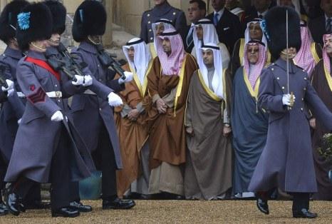 Королева Елизавета II и принц Филипп принимали шейха из Кувейта в Виндзорском замке. Фоторепортаж. Фото: Toby Melville - WPA Pool/Getty Images