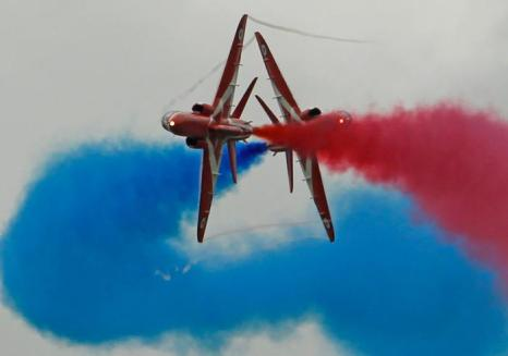 Тренировочные полёты королевских Red Arrows перед открытием Олимпийских игр. Фоторепортаж. Фото: Christopher Furlong/Getty Images