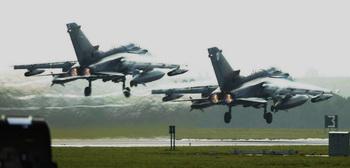 Два истребителя  Tornado GR4. Фото:  Ian Waldie/Getty Images