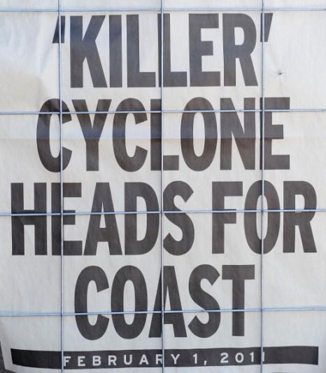 Циклону «Яси» (Yasi). Австралия готовятся к самому большому шторму в истории страны. Фоторепортаж. Фото: Ian Hitchcock/Simon J. Baker/Getty Images/TORSTEN BLACKWOOD/AFP/Getty Images