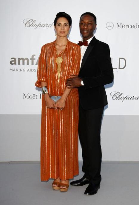 Знаменитости на мероприятии 2012 amfARs Cinema Against AIDS во Франции. Aloe Blacc - справа и гость. Фоторепортаж. Фото: Andreas Rentz/Getty Images
