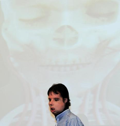 Изабель Динуар и испанец Оскар или как начать жизнь сначала. Фоторепортаж. Фото: Jasper Juinen/DENIS CHARLET/AFP/Getty Images