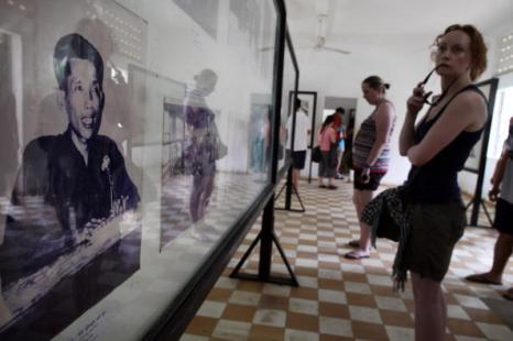 Суд над красными кхмерами сегодня объявит приговор бывшему начальнику тюрьмы S-21 Кейн Гук Иеу, Фоторепортаж. Фото: Paula Bronstein/ Getty Images