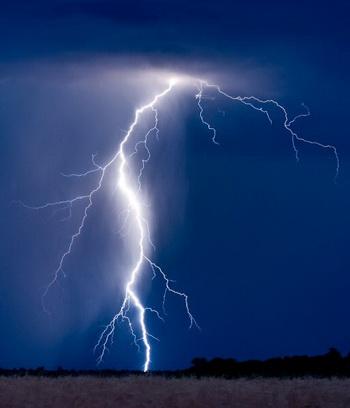 Как защититься от молнии. Фото: PATRICK PLEUL/AFP/Getty Images
