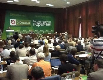 Партия «Яблоко». Фото с сайта  twitter.com/#!/YablokoRu
