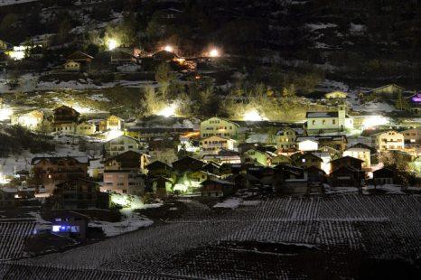 Наркоман устроил стрельбу в маленькой деревне в Швейцарии, трое погибли. Фоторепортаж с места происшествия. Фото:  FABRICE COFFRINI/AFP/Getty Images