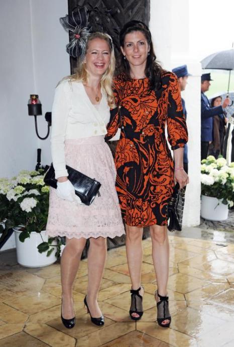 Гости  на свадьбе принцессы  Фелипы фон Бавария. Princess Anna von Bayern и  Victoria von Wulfen. Фоторепортаж. Фото: Hannes Magerstaedt/Getty Images