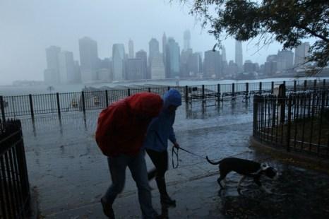 Фоторепортаж о последствиях урагана «Сэнди» в городах Восточного побережья США. Часть 1. Фото: Allison Joyce/Getty Images