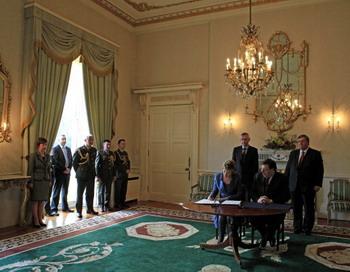 Ирландия выслала российского дипломата. Фото: PETER MUHLY/AFP/Getty Images