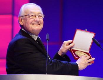 Анджей Вайда награжден орденом Дружбы. Фото: Andreas Rentz/Getty Images