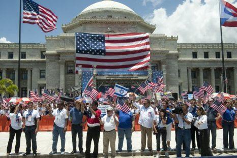 Жители встречают президента США Барака Обаму в Сан-Хуан, Пуэрто-Рико, 14 июня 2011 года. Фото: SAUL LOEB/AFP/Getty Images