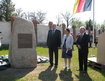Открытие памятника жертвам коллективизации в ГДР. Фото с сайта maerkischeallgemeine.de