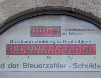Счетчик госдолга Германии, расположенный в офисе Союза налогоплательщиков. Фото с сайта de.news.yahoo.com