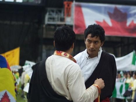 Джигми Дунтак, протестующий из Тибета, приехал, чтобы потребовать обсуждения вопроса о соблюдении прав человека на переговорах между Стефаном Харпером и Ху Цзиньтао. «Китайские власти ответственны за тысячи смертей китайцев и тибетцев, поэтому мы хотим, чтобы эти вопросы были подняты». Фото: Matthew Little/Великая Эпоха/The Epoch Times