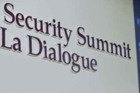 В Сингапуре, на форуме руководителей военных ведомств стран Азиатско-Тихоокеанского региона, состоялась встреча министров обороны США, Японии и Южной Кореи. Фото: ROSLAN RAHMAN/AFP/Getty Images