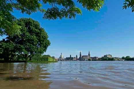 Наводнение в Германии: 30 тысяч человек эвакуированы в Галле. в Дрездене вода поднялась до отметки 8,43 метра. Свыше 650 человек были эвакуированы в безопасное место. Фото: ROBERT MICHAEL/AFP/Getty Images
